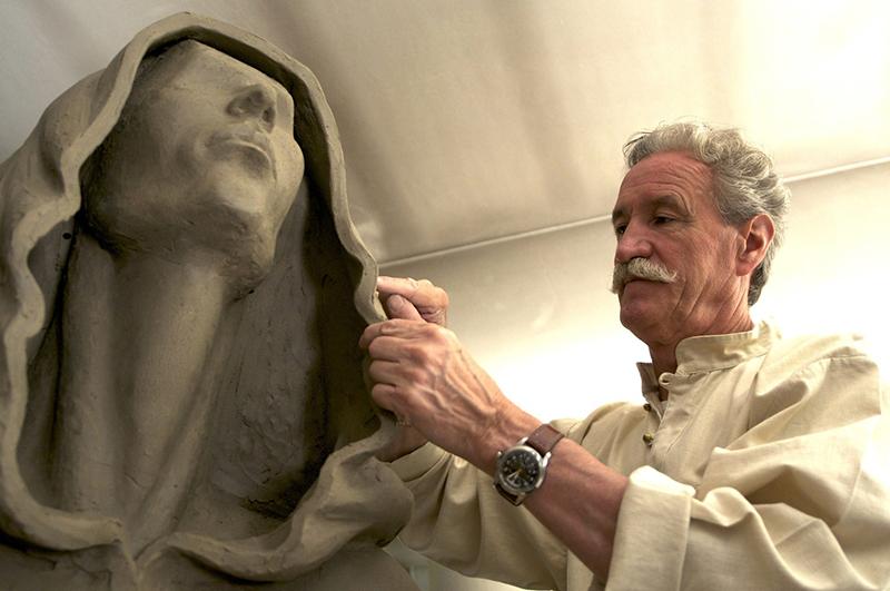 L'amore per l'arte. Uno scultore in continuo movimento. @ Hotel Garden